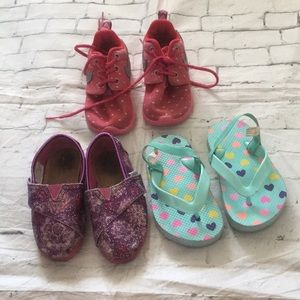 Lot of 3 girls shoes size 6c toms Nike old navy
